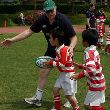Former Ireland and Lions prop Phil Orr coaches kids in Nagoya
