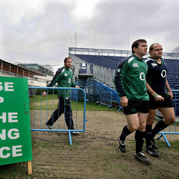 Geordan Murphy, Gordon D'Arcy and Rory Best arrive for training
