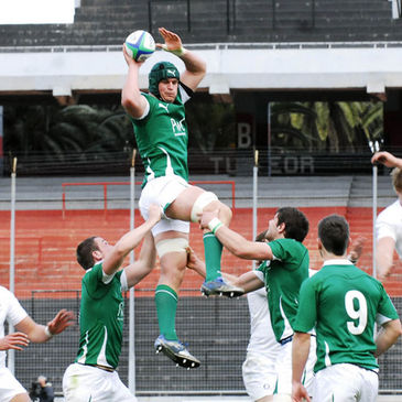 Rhys Ruddock wins lineout possession for Ireland