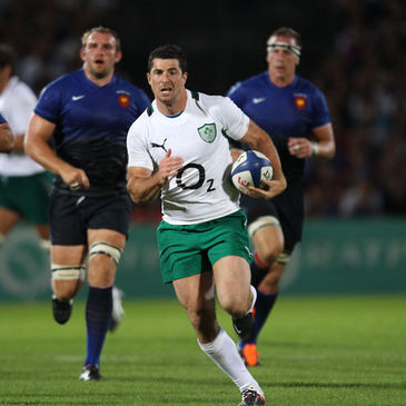 Rob Kearney leads an attack for Ireland in Bordeaux