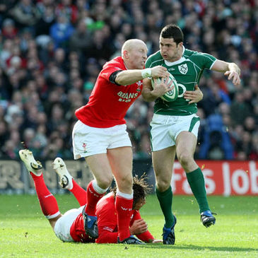 Rob Kearney tries to get by Tom Shanklin