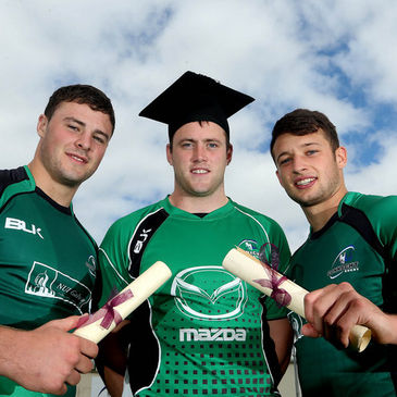 Connacht's Robbie Henshaw, Eoin McKeon and Conor Finn