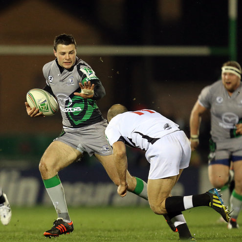 Robbie Henshaw in action against Zebre