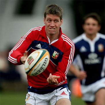 Ronan O'Gara in action during Monday's training session