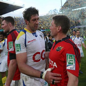 Nathan Hines commiserates with Ronan O'Gara