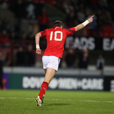 Ronan O'Gara celebrates after his late drop goal against Castres