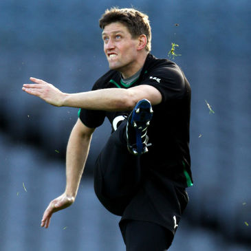 Ronan O'Gara practices his line-kicking