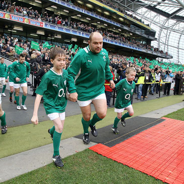 Ireland captain Rory Best with the mascots