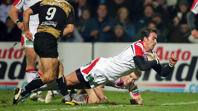 Ruan Pienaar diving over for a try against Montpellier