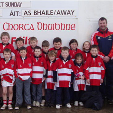 Anthony Foley with the kids at Rugbai Chorca Dhuibhne