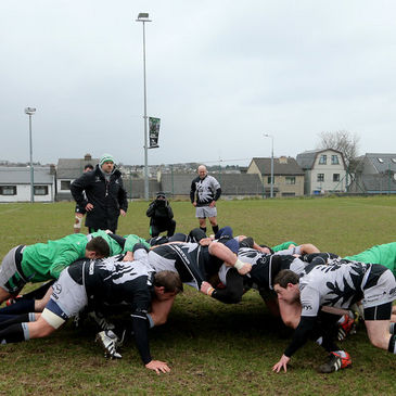 The Connacht forwars practise their scrummaging