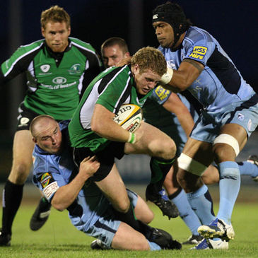 Sean Cronin on the charge for Connacht