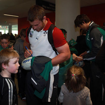 Sean O'Brien and Conor Murray sign autographs in Dunedin
