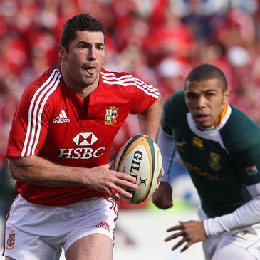 Rob Kearney in action against Bryan Habana
