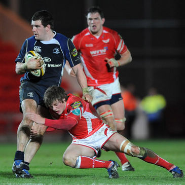Leinster flanker Shane Jennings is tackled by the Scarlets' Rhys Priestland