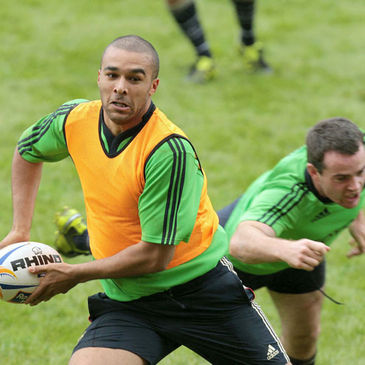 Simon Zebo evades the clutches of Scott Deasy