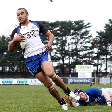 Simon Zebo breaks through for Cork Con's third try