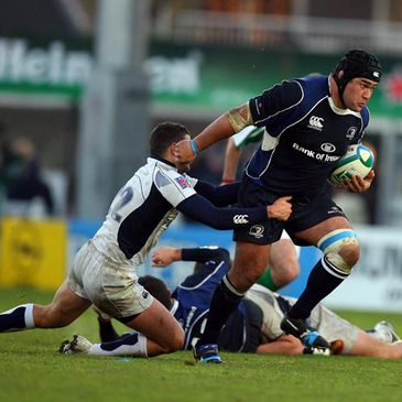 Stan Wright tries to get past Castres' Lionel Mazars