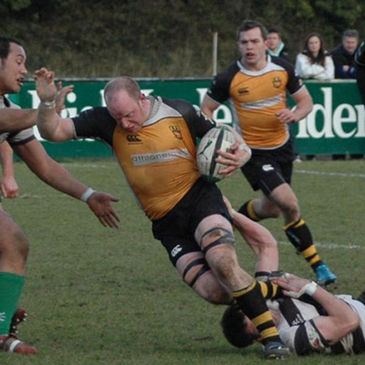Buccaneers number 8 Stephen Burke on the charge