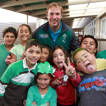 Stephen Ferris with some of the Selwyn Primary School pupils