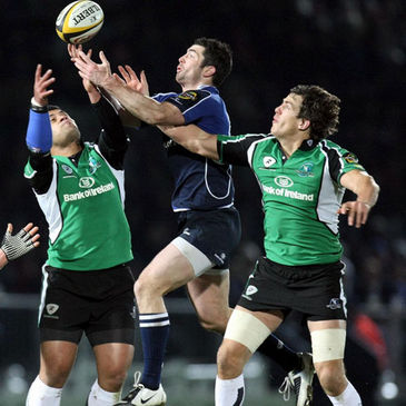Niva Ta'auso, Rob Kearney and Mike McCarthy compete for a high ball