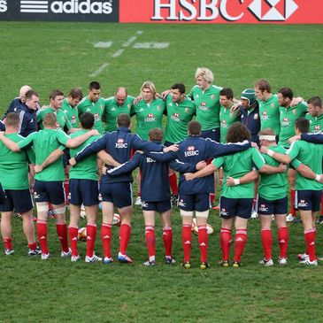 Brian O'Driscoll talks to his Lions team-mates