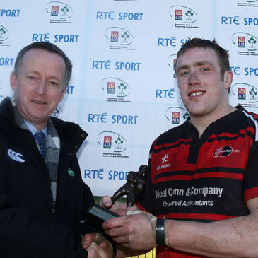 AIB's Maurice Crowley present the award to Tim Clarke