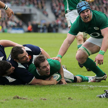 Tomas O'Leary touches down against France