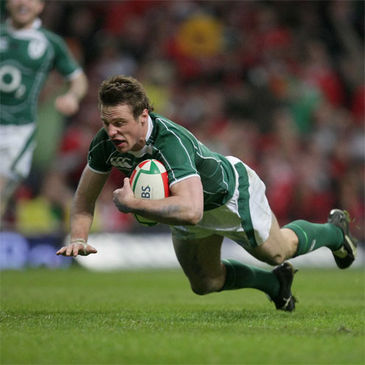 Tommy Bowe touches down for Ireland