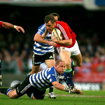 Tommy Bowe makes a break against Western Province