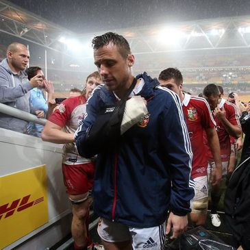 Tommy Bowe leaves the pitch with his right arm in a sling