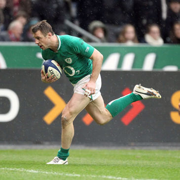 Tommy Bowe runs in his second try against France