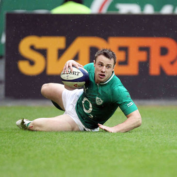 Tommy Bowe scores his second try against France