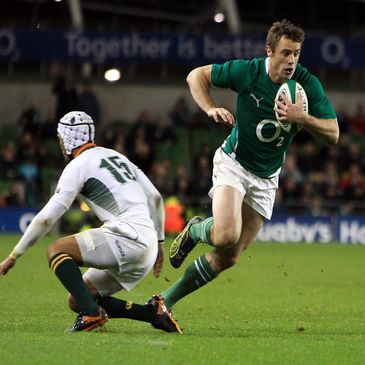 Tommy Bowe breaks through to score against South Africa