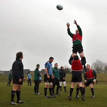 Alan Quinlan is the jumper for a training ground lineout