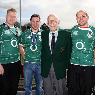 Tom Court, Paddy Wallace and Rory Best pose with Jimmy Nelson