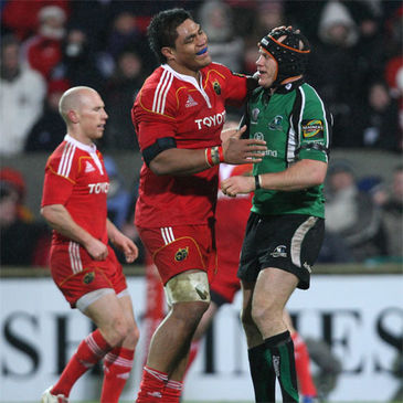 Connacht flanker Johnny O'Connor with Munster's Nick Williams