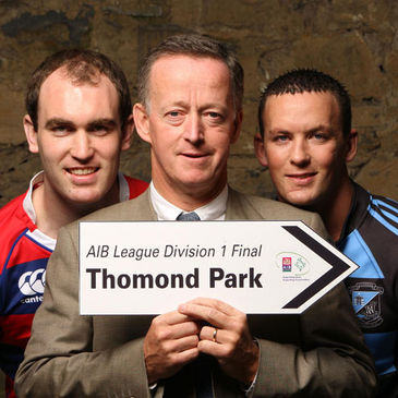 Team captains Daragh O'Shea and Fiach O'Loughlin pose with AIB's Maurice Crowley