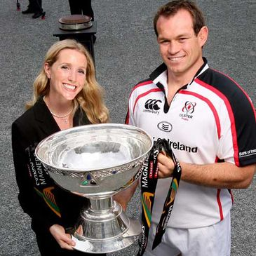 Ulster's Simon Best with the Magners League trophy