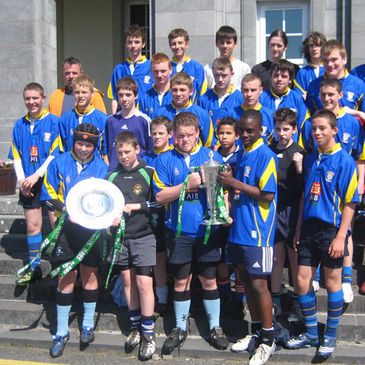 The boys from Colaiste Einde with the RBS 6 Nations and Triple Crown trophies