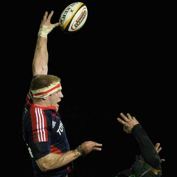 Munster's Paul O'Connell wins a lineout ball against Connacht