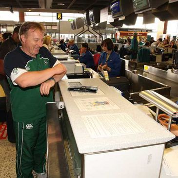 Eddie O'Sullivan in good spirits at the airport