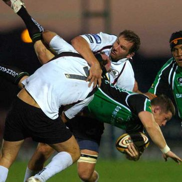 Connacht's Mel Deane is tackled by Edinburgh duo Ross Rennie and Ben Gissing