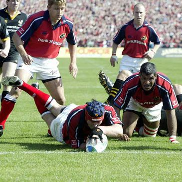Anthony Foley scores a try against Wasps