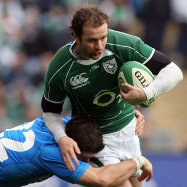 Geordan Murphy on the attack for Ireland against Italy