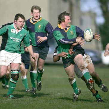 'Hinch's Stewart Megaw offloads against City of Derry
