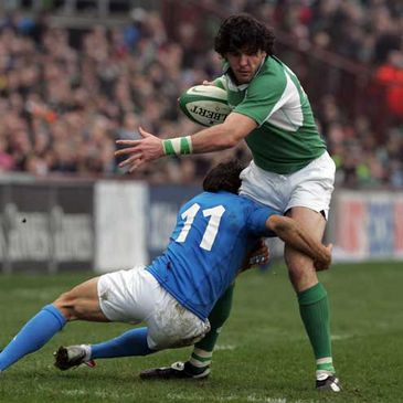 Shane Horgan is tackled by Ludovico Nitoglia