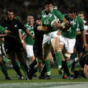 Shane Horgan on the attack against the All Blacks in 2006