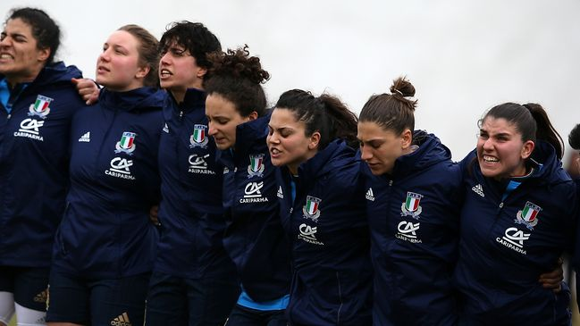 The Azzurre show huge pride as they belt out the national anthem