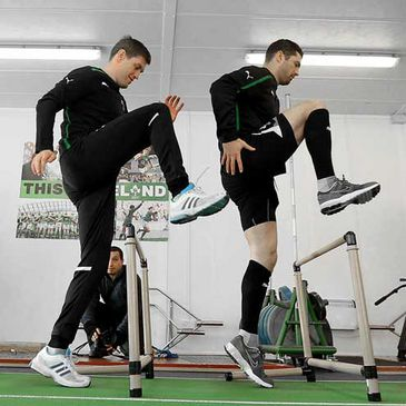 Ronan O'Gara and Rob Kearney doing conditioning work